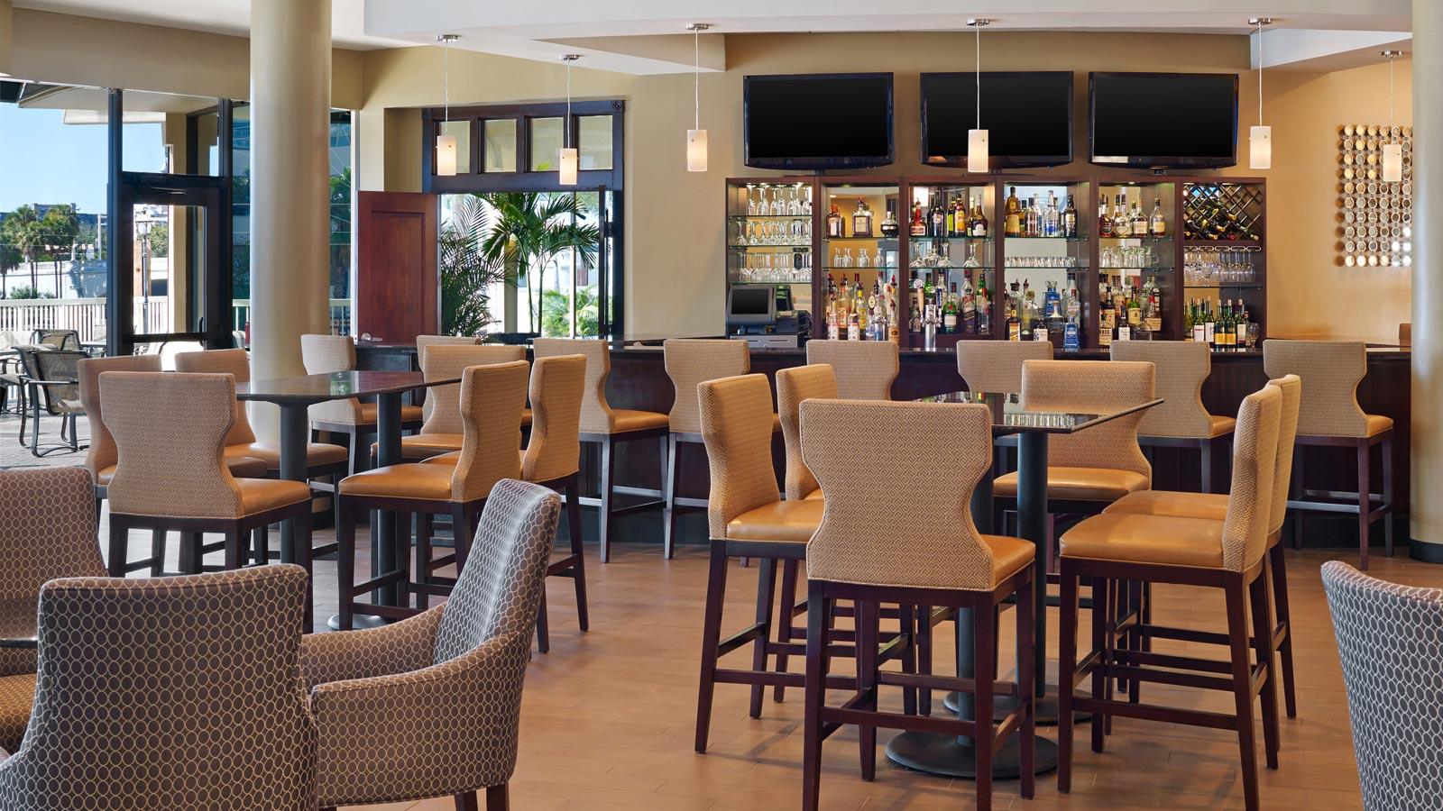 Waterfront Restaurants in Tampa | Sheraton Tampa Riverwalk Hotel